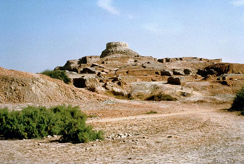 a brief information on mohenjo daro