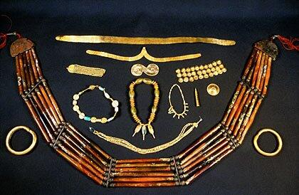 Indus jewelry made of gold, agate and carnelian. The gold filigrees at the top would have been worn around the head, at the bottom is a belt or necklace or carnelian.